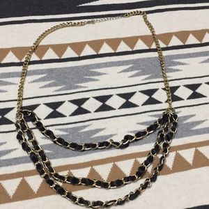 Jewelry - 🌙 Black and gold chain necklace